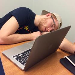 Đang code mà buồn đi tè thì phải làm sao?